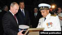 Azerbaijan -- Putin, Aliyev go to Russia's Dagestan rocket ship, walk in old town of Baku - 13Aug2013