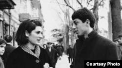 Ни русскую, ни грузинскую культуру нельзя представить без фильмов Отара Иоселиани. Кадр из фильма «Осенние листья», 1966 год
