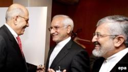 غلامرضا آقازاده(وسط)، رییس سازمان انرژی اتمی ایران روز پنجشنبه با محمد البرادعی دیدار کرد.(عکس: AFP)