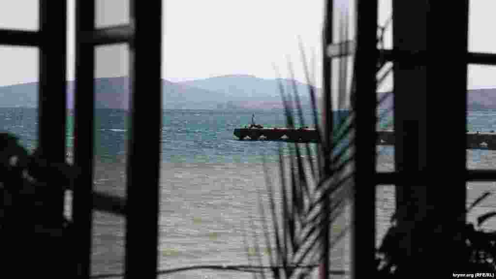 Краєвид на Меганом із вікон кафе