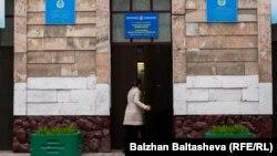 Вход на избирательный участок. Иллюстративное фото.