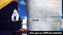 За словами патріарха Філарета, згідно з томосом, ПЦУ не може змусити закордонні парафії та єпархії приєднатися