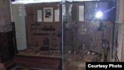 """Из кубка-«шутихи» нельзя было выпить вино, не пролив его на себя, — такой кубок можно было поднести опоздавшему на пир гостю. [Фото — <a href=""""http://www.shm.ru/zal16_v2.html"""" target=""""_blank"""">Государственный Исторический музей</a>]"""