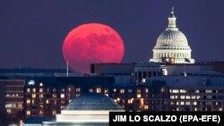 Вид на Национальную аллею в Вашингтоне