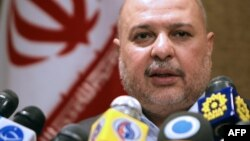 مسعود میرکاظمی، وزیر نفت دولت محمود احمدینژاد متهم است که در جریان تولید و توزیع بنزینهای پتروشیمی در ایران به بهداشت عمومی و سلامت مردم آسیب وارد آورده است.