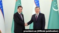 Президенты Узбекистана и Туркменистана Шавкат Мирзияев и Гурбангулы Бердымухамедов. Ташкент, 23 апреля 2018 года.