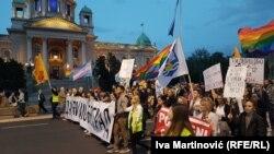 Protestna kolona ispred Skupštine grada