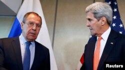 جان کری (راست) و سرگئی لاوروف، وزیران امور خارجه آمریکا و روسیه.