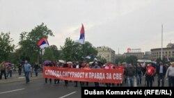 Nakon skupa ispred Narodne Skupštine kranula je protestna šetnja