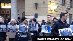 Акция в поддержку заключённого активиста Ильдара Дадина в Петербурге