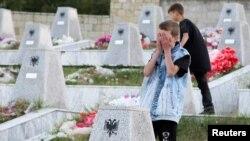 Varrezat e personave të vrarë në Reçak.