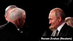 Президент России Владимир Путин (справа) и вице-президент США Майк Пенс. Иерусалим, 23 января 2020 года.