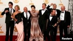 Актерите на Breaking Bad на доделувањето на наградта Еми во Лос Анџелес