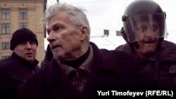 Эдуарда Лимонова задерживают в ходе акции Стратегии-31 31 марта