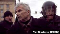 Эдуард Лимонов во время задержания