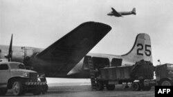 Qershor, 1948 - Aeroplanët duke u furnizuar për misionin e Berlinit