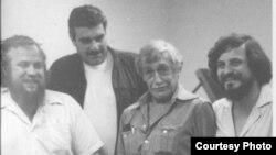 Петр Вайль, Сергей Довлатов, Виктор Некрасов, Александр Генис. Нью-Йорк. Снимок 1980 года