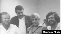 Петр Вайль, Сергей Довлатов, Виктор Некрасов и Александр Генис, Нью-Йорк, 1980. Фото: Лана Форд