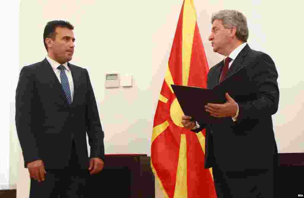 МАКЕДОНИЈА - Претседателот Ѓорге Иванов побара од премиерот Зоран Заев да му го достави предлогот за водење на преговори со уставна основа, нацртот на договорот, како и ставовите на делегацијата во водењето на преговорите.