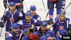 Словацкие хоккеисты празднуют победу над Россией (2:1), Ванкувер, 19 февраля 2010 года