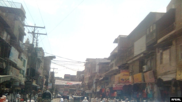 A bazaar in Peshawar -- Taliban-free, for now