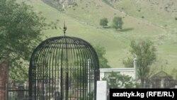 Одно из кладбищ Бишкека