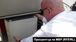 """Явор Колев по време на акцията срещу """"Читанка"""" на 22 юни 2010 г."""