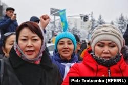 Участницы митинга в Алматы, 16 декабря 2019 года.