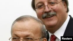 Министр иностранных дел Ирана Манушер Моттаки и его грузинский коллега Григол Вашадзе