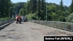 Abhazia, Georgia 2016: Podul peste rîul Enguri la frontiera dintre Georgia și Abhazia,