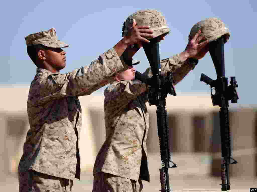 Аўганістан: амэрыканскія жаўнеры памінаюць загіблых таварышаў.
