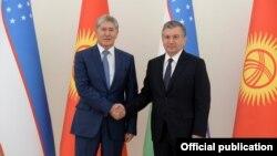 Президенты КР и РУз - Алмазбек Атамбаев и Шавкат Мирзиеев.