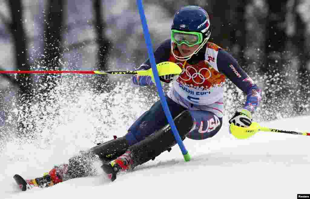 Gold-medal winner Mikaela Shiffrin of the United States clears a gate during the women's alpine-skiing slalom. (Reuters/Mike Segar)