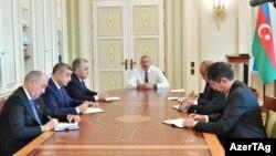 Prezident İ.Əliyev yeni təyin olunan icra hakimiyyəti başçılarını qəbul edir