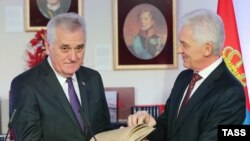 Serbian President Tomislav Nikolic (left) and Volga Group owner Gennady Timchenko attend the opening ceremony of the Serbian Consulate-General in St. Petersburg on October 12.