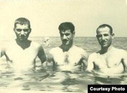 Sabir Əhmədli dostları ilə, 1954