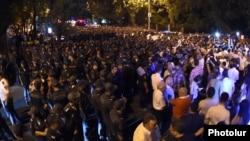 "Armenia - ""Electric Yerevan"" protesters re-occupy Marshal Bagramian Avenue, Yerevan, 11Sep2015."