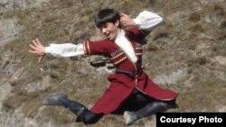 """В ансамбле """"Маленький джигит"""" дети танцуют в основном осетинские танцы, а также танцы народов Северного Кавказа и Закавказья"""