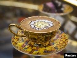 Cappuccino u Ritz-Carltonu u kojem su zatvoreni prinčevi i ministri