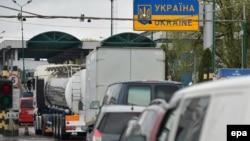Cozi la frontiera ucraineano-polonă, la trecerea graniței de la Medyka