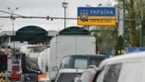 Poland -- Cars stand in line at the Polish-Ukrainian border crossing in Medyka, April 6, 2017