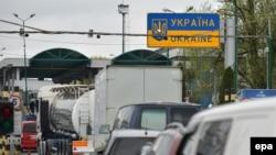 Автомобильная очередь на украинско-польской границе. Апрель 2017 года