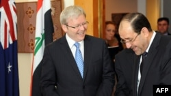 Kevin Rudd (L) and Nuri al-Maliki