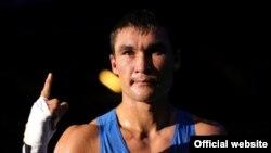 Лондон олимпиадасының чемпионы атанған қазақ боксшысы Серік Сәпиев. Лондон, тамыз 2012 жыл