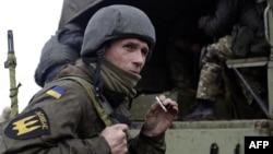 Боєць добровольчого батальйону «Донбас» біля Маріуполя. 1 квітня 2015 року. Ілюстраційне фото