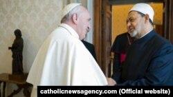Papa Fransis şyh Ahmed Muhammad Al-Taýeb bilen duşuşýar