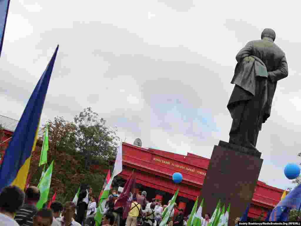 Біля пам'ятника Тарасові Шевченку відбувся мітинг опозиції з нагоди 20-річчя Незалежності України.