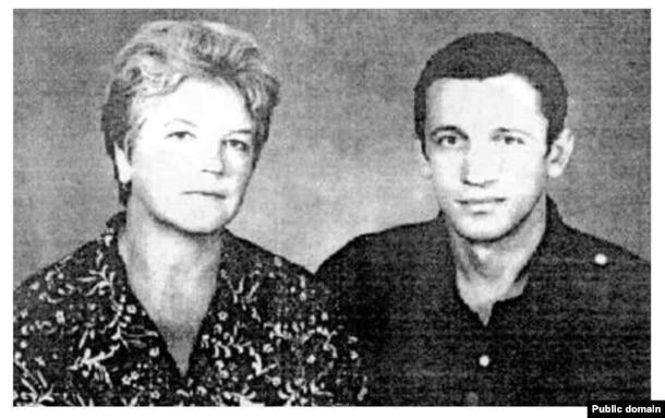 Валерій Марченко з матір'ю Ніною Марченко. Архівне фото