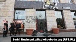 Крамниця «Емпоріум» після ліквідації графіті і після нападу, 3 вересня 2017 року