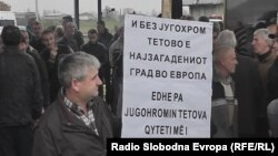 """Вработени во """"Југохром"""" протестираат против одлуката за затворање на комбинатот."""
